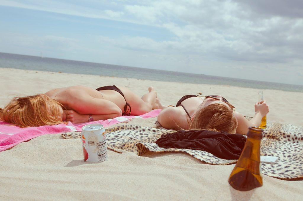 Checklist lucrurile esențiale de care ai nevoie la plajă